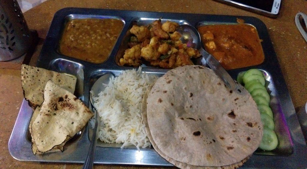 Frisch zubereitetes und leckeres Thali